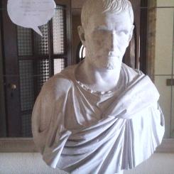 Estatua parlante del pasillo